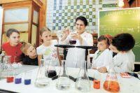Тюменским школьникам показали химические фокусы