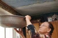 Приставы помогли тюменке взыскать ущерб с компании, затопившей ее квартиру