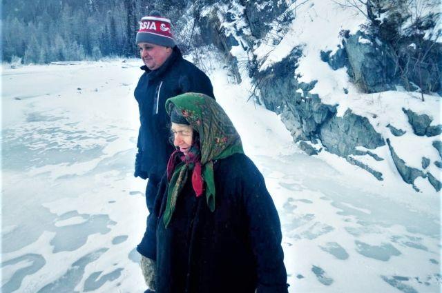 Агафья Лыкова пожаловалась губернатору Кемеровской области, что ей досаждает медведь.
