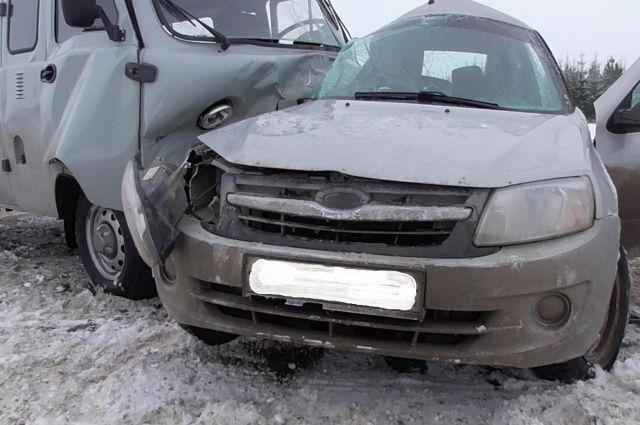 В результате ДТП водитель легкового автомобиля от полученных травм скончался.
