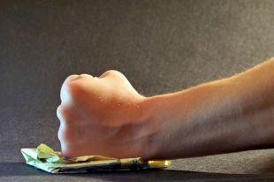 Безработный тюменец избил бывшую жену до потери сознания