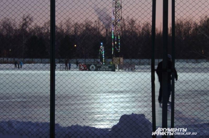 Второй каток расположен у спортивного комплекса «Красная звезда».