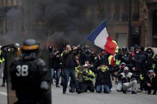 Опасно ли туристам сейчас лететь в Париж?