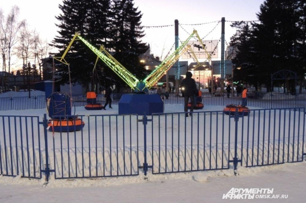 Кроме горок, дирекция парка подготовила и зимнюю карусель «Бублик-кросс».