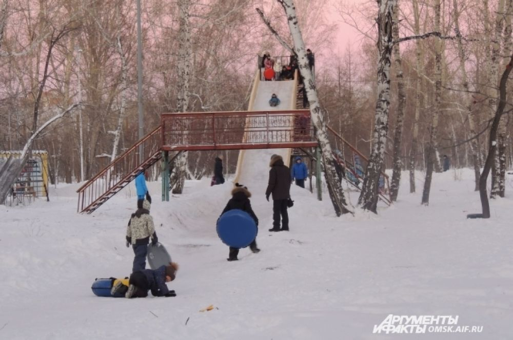 Спуск гигантской горки составляет 21 метр, а выкат — до 50-ти.