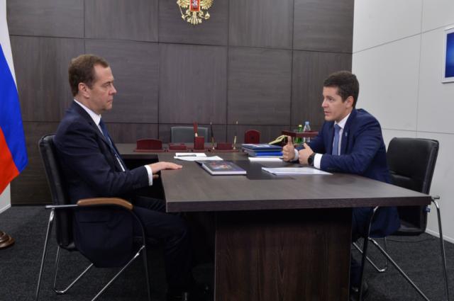 Дмитрий Медведев и Дмитрий Артюхов обсудили крупные проекты Ямала