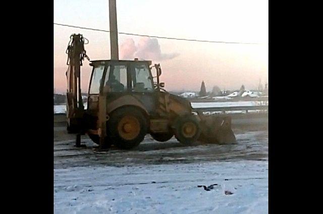В Тюмени экскаваторщик имитировал активную уборку снега