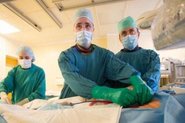 Опыт и высокий профессионализм рентгенхирургов позволили с ювелирной точностью через все изгибы сосудов имплантировать стент в место поражения