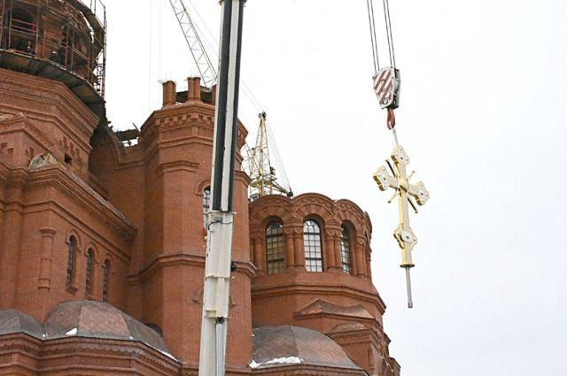 Купол и крест изготовили в Челябинской области.