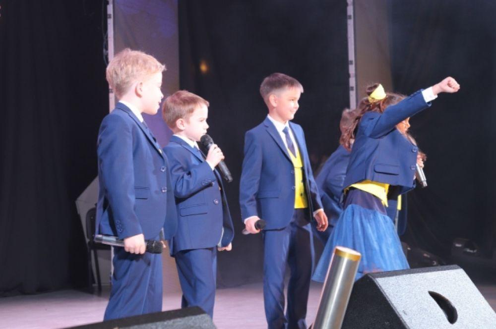 Выступление юных артистов стало украшением праздника.