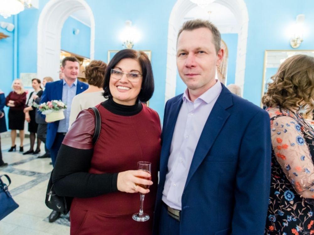 Директор по маркетингу ГК «Сетера» Юлия Кульчицкая и директор ДЭЗ Калининского района Никита Алешкин признаются, что «АиФ» читают все их родственники и друзья.