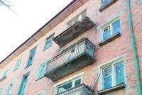 Балконы в Красноярске облицуют в едином стиле.