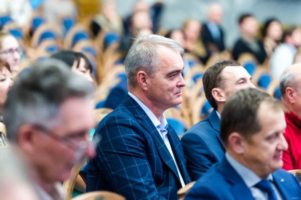 ЮриюЛифанову, директору типографии «Прайм-Принт Челябинск», где печатается «АиФ», очень понравилась концертная программа юбилея.