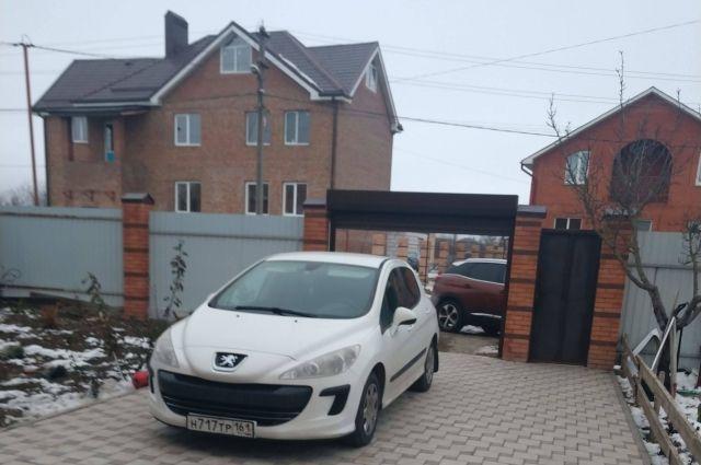 Семья Семкиных неожиданно вселилась в большой дом и купила машину.