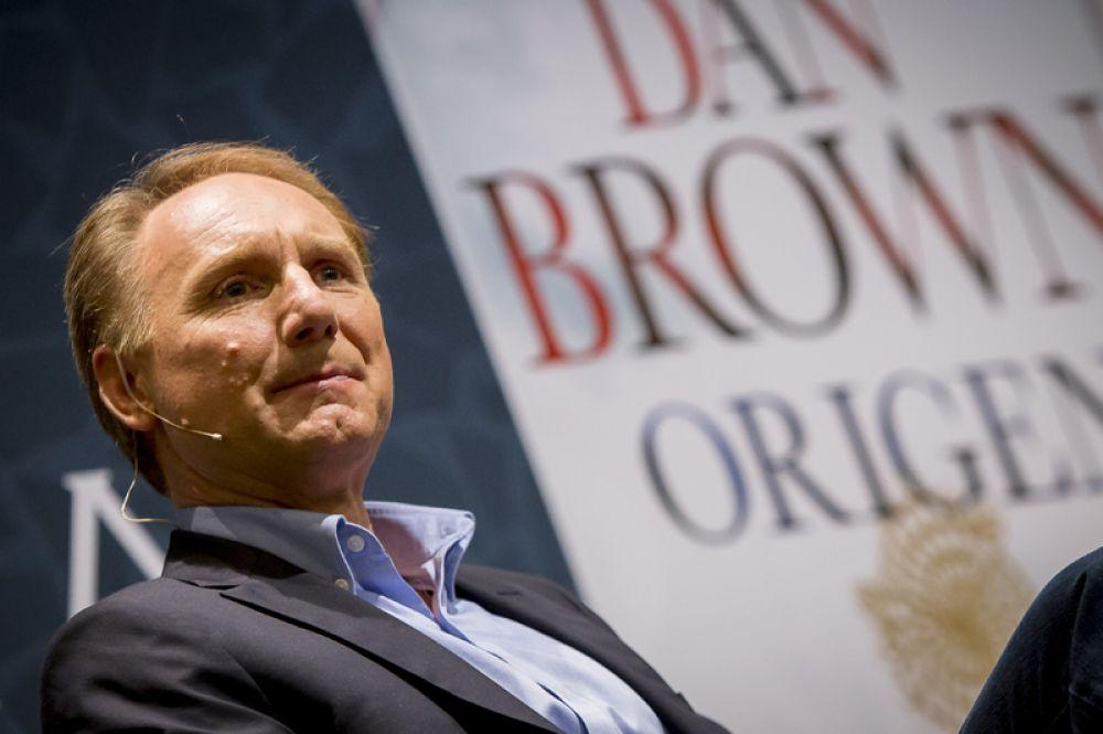 Дэн Браун — 18,5 млн долларов. Последний роман писателя «Происхождение» стал мировым бестселлером.