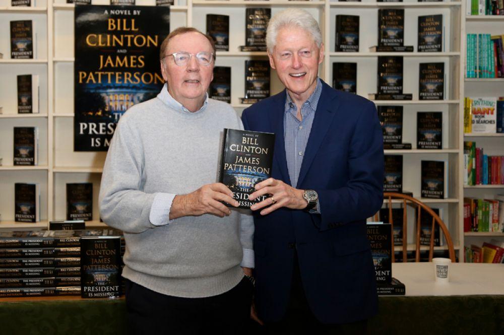 Джеймс Паттерсон — 86 млн долларов. Писатель продал в США около 4,8 миллиона экземпляров своих книг. За последние 20 лет он десятый раз возглавляет список. По прогнозам издания, доходы Паттерсона должны вырасти в следующем году благодаря его последнему роману, написанному в соавторстве с Биллом Клинтоном.
