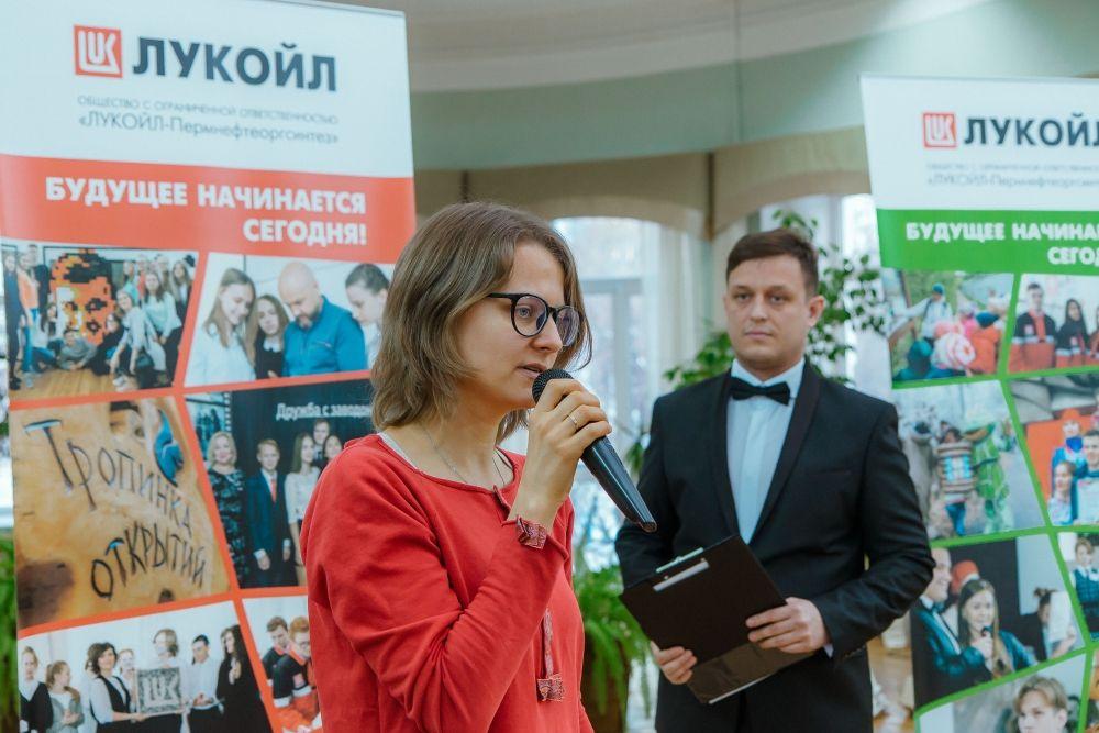 Супруга художника Александра Жунёва пожелала участникам конкурса оставаться яркими и мечтать.