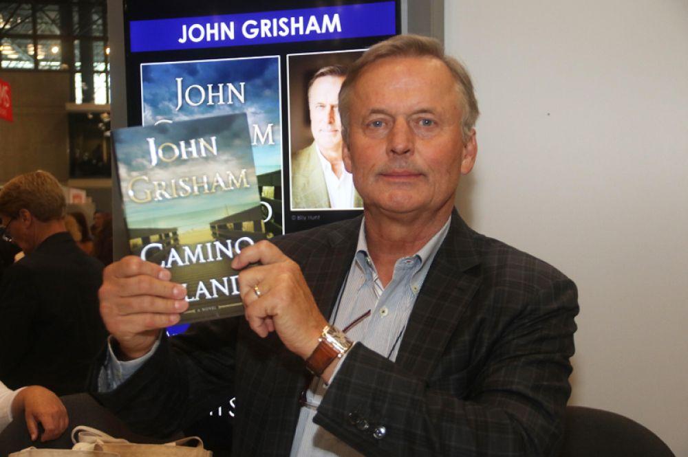 Джон Гришем — 21 млн долларов. Два его так называемых «юридических триллера», «Остров Камино»и «Афера», вошли в десятку самых продаваемых книг 2017 года.