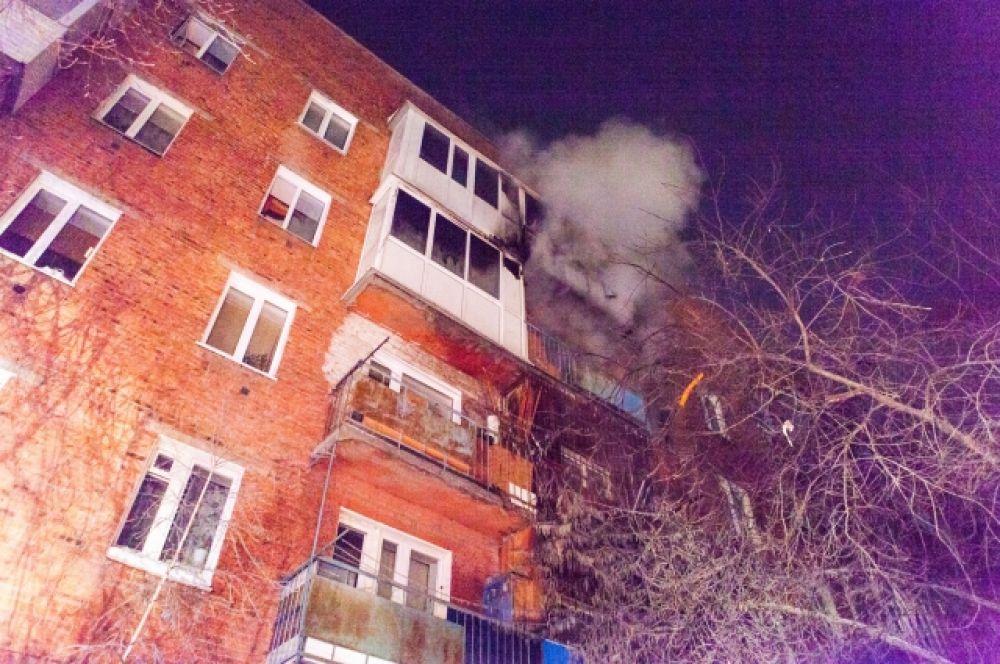 В пожаротушении участвовало 52 сотрудника МЧС