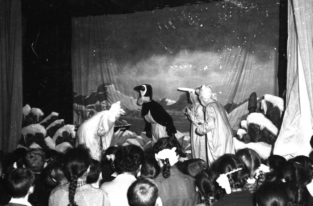 Новогодняя ёлка во Дворце пионеров для детей работников обкома культуры, декабрь 1960 г.