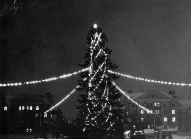 Новогодняя ёлка у ДК Свердлова, 1980 г.