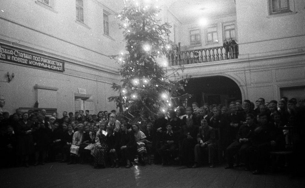 Новогодний вечер в актовом зале средней школы № 11, декабрь 1956 г.