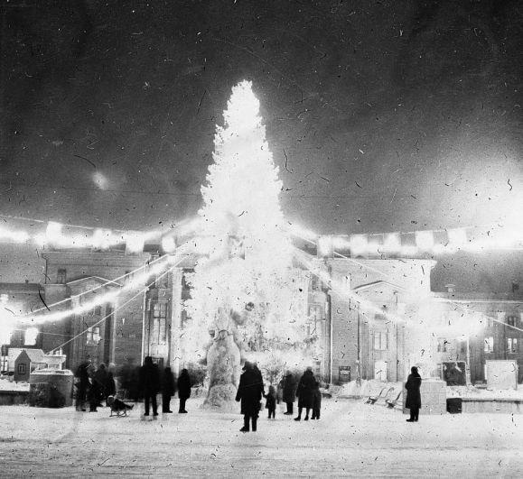 Новогодняя ёлка на площади перед ДК им. Свердлова, декабрь 1966 г.
