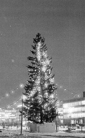 Новогодняя ёлка у нового здания драмтеатра, 1982 г.