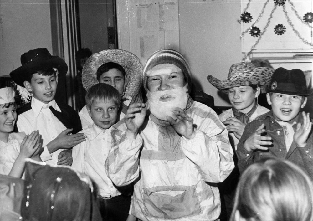Новогодний праздник в школы №109, 1982 г.