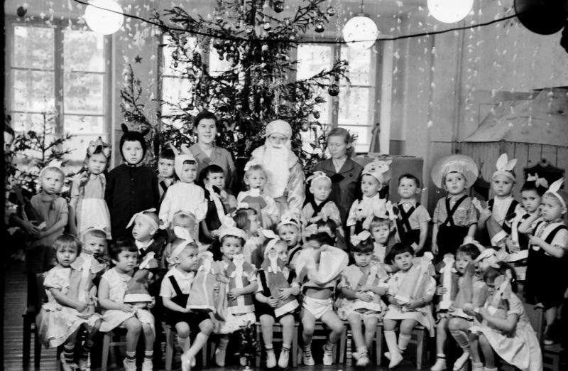 Новогодний праздник в заводском детском саду.