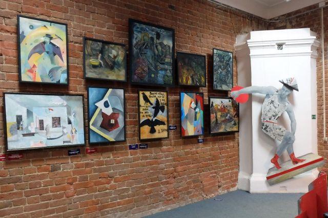 Выставка Виктории Ельцовой и Елизаветы Юшковой «Круговорот» проходит в Арт-резиденции.