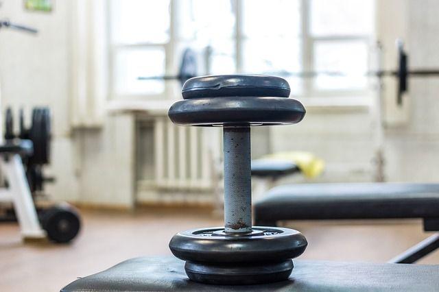 Прокурор требует от мэрии Советска сделать капремонт спортзала школы.