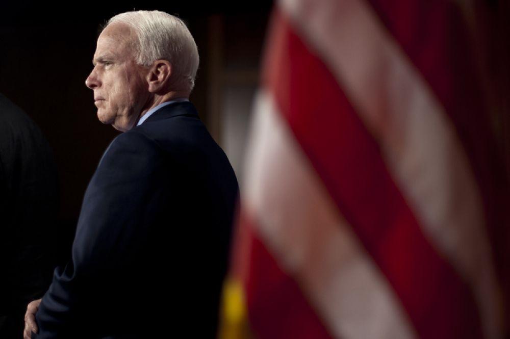 25 августа в США на 82-м году жизни скончался сенатор-республиканец Джон Маккейн. Причиной его смерти стал рак мозга.
