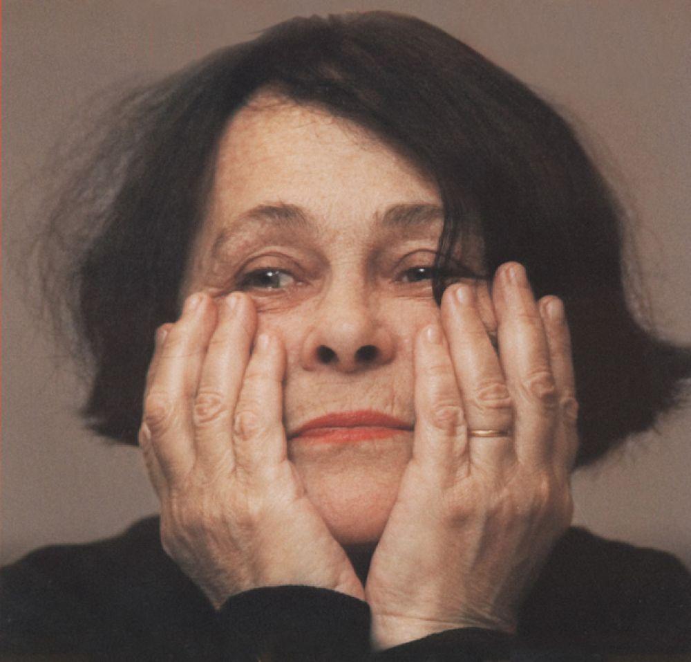 6 июня скончалась режиссер Кира Муратова, автор картин «Короткие проводы», Астенический синдром«, «Вечное возвращение». Ей было 83 года.