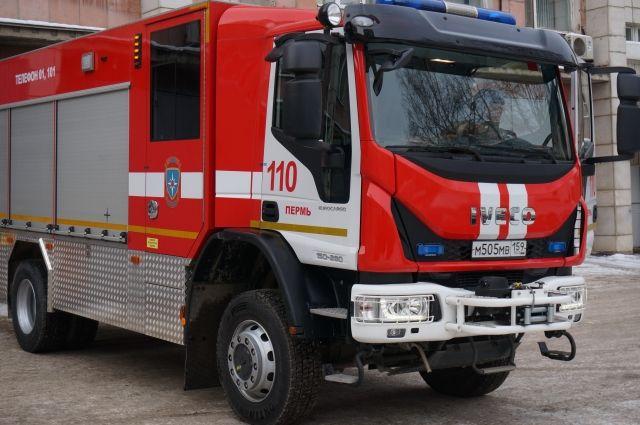 На пожар выезжали восемь автомобилей МЧС.