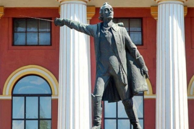 В Киеве памятник Суворову напротив военного лицея планируют снести