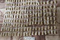 Поилицейские изъяли в общей сложности 30 граммов «спайса», 7 граммов «соли» и около 1,5 килограммов концентрированного наркотического «реагента».