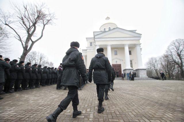 Храму в Балтийске передали икону с мощами Андрея Первозванного.
