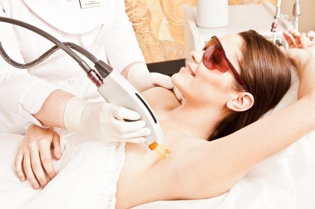 Эпиляция является достаточно эффективной и практически безболезненной процедурой.