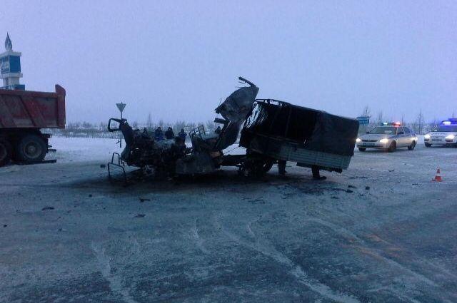 В ДТП на Ямале 13 декабря два человека погибли, а трое – получили травмы