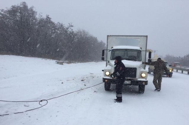 В Оренбуржье из-за непогоды было ограничено движение на некоторых участках дорог.