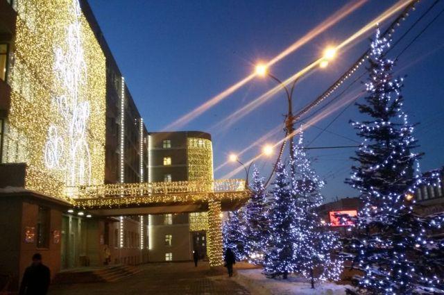 Здание правительства НСО украсили роскошной подсветкой к Новому году.