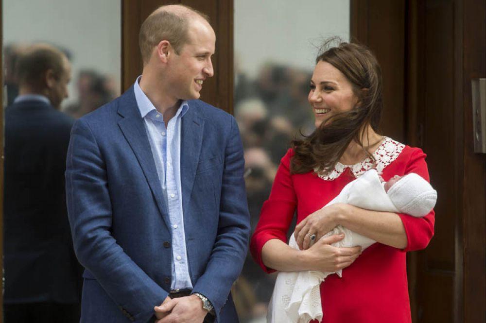Третий ребенок появился на свет в королевской семье Кейт Миддлтон и принца Уильяма. Родители назвали младшего сына Луи Артур Чарльз.