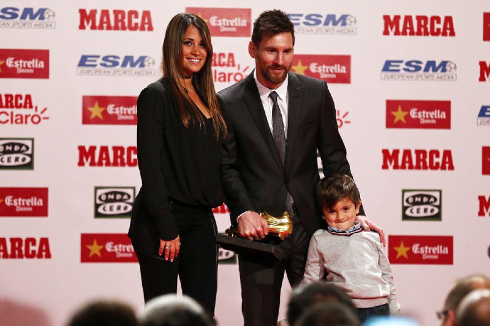 В третий раз стали родителями футболист Лионель Месси и модель Антонелла Рокуццо. У них родился сын, которого назвали Чиро.