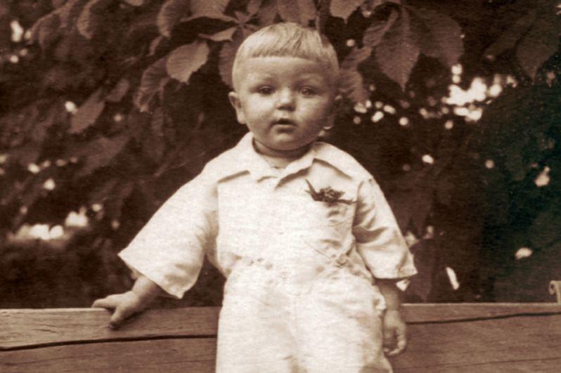 Юрий Николаев в детстве.