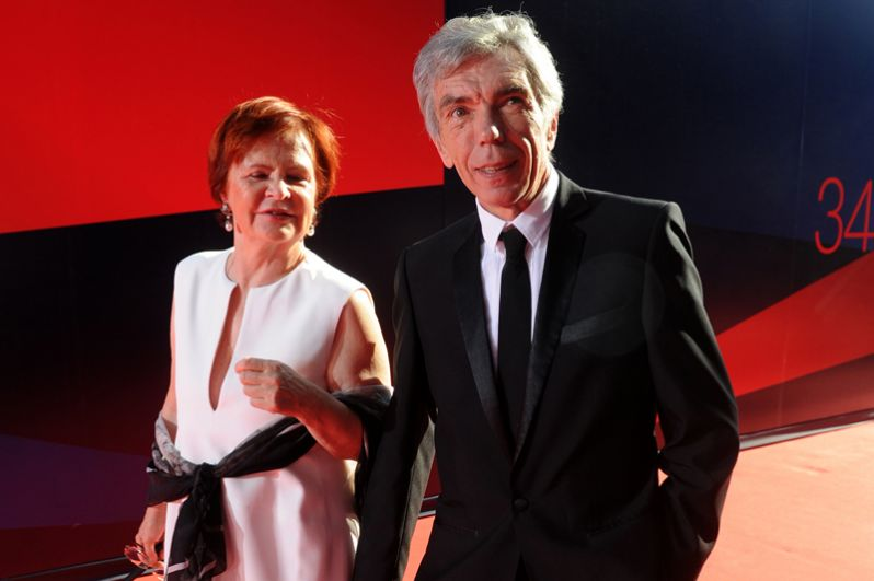 Телеведущий Юрий Николаев с супругой во время церемонии открытия 34 Московского Международного кинофестиваля. 2012 год.