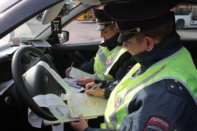 На месте аварии работали сотрудники ГИБДД