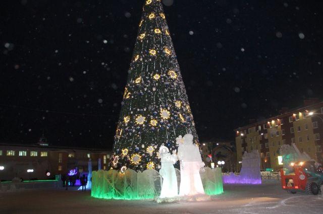Новогодние елки украшают все города Тюменской области