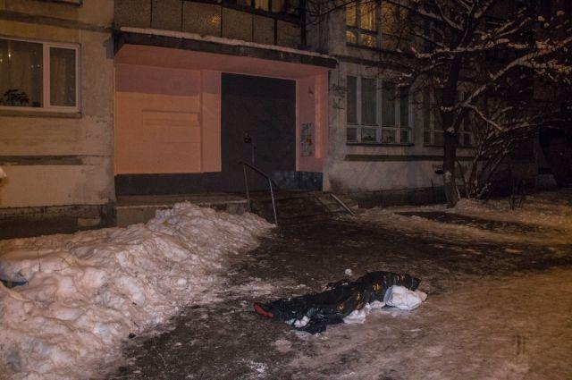 В Киеве мужчина пришел к бывшей за вещами и выпрыгнул с 15 этажа