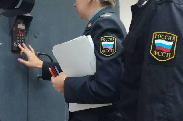 В Тюменской области приставы устроили массовые проверки в шесть часов утра